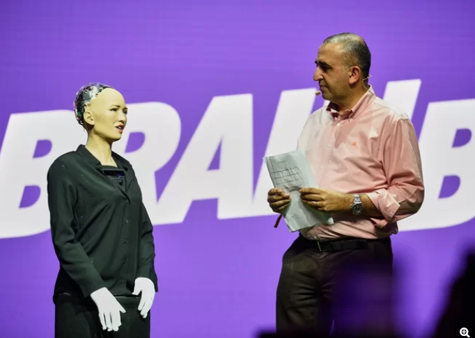 Here's What Sophia, the First Robot Citizen, Thinks About Gender and Consciousness